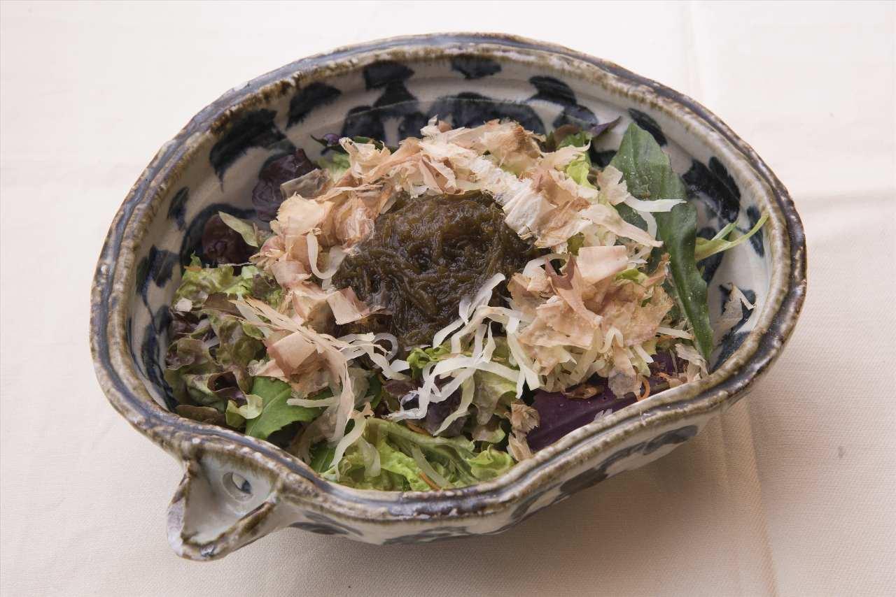 沖縄島もずくとパパヤーサラダ